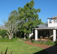 Whispering Oaks guesthouse